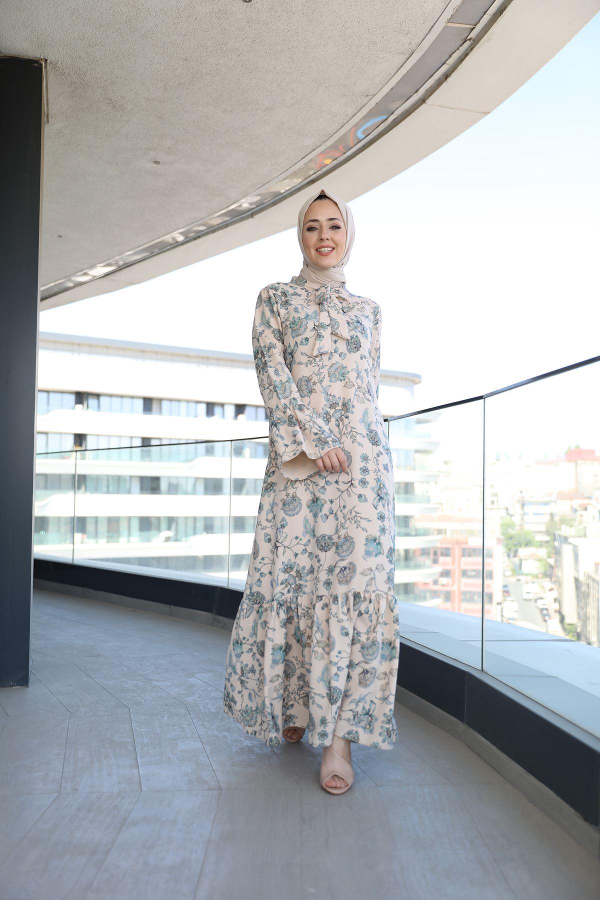 Yakası Fularlı Kolları Volanlı Eteği Fırfırlı Elbise-Bej